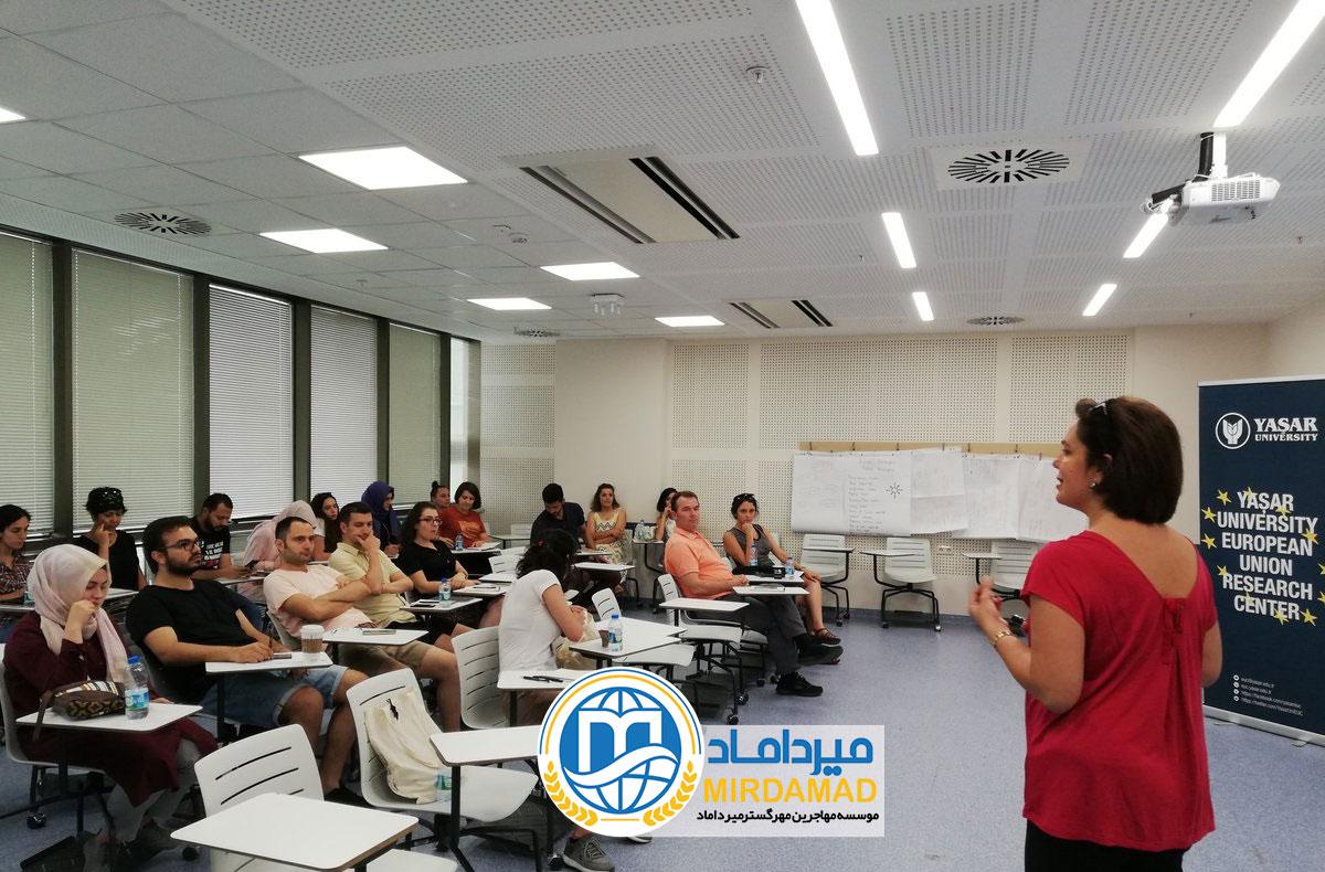 آموزش در دانشگاه یاشار ترکیه